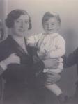 Betty Baum, geb. Katzenstein mit ihren Kindern Trude, Josef, Lore / Betty Baum, née Katzenstein, with her children Trude, Josef and Lore